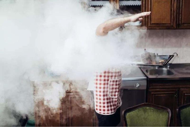 女性吸入肺癌和厨房的油烟有关